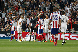 22.04.2015, Estadio Santiago Bernabeu, Madrid, ESP, UEFA CL, Real Madrid vs Atletico Madrid, Viertelfinale, R&uuml;ckspiel, im Bild Atletico del Madrid&acute;s Arda Turan receives a red card // during the UEFA Champions League quarter finals 2nd Leg match between Real Madrid CF and Club Atletico de Madrid at the Estadio Santiago Bernabeu in Madrid, Spain on 2015/04/22. EXPA Pictures &copy; 2015, PhotoCredit: EXPA/ Alterphotos/ Victor Blanco<br /> <br /> *****ATTENTION - OUT of ESP, SUI*****