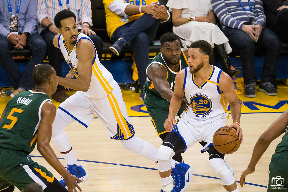 Golden State Warriors guard Stephen Curry (30) handles the ball against the Utah Jazz during Game 1 of the Western Conference Semifinals at Oracle Arena in Oakland, Calif., on May 2, 2017. (Stan Olszewski/Special to S.F. Examiner)