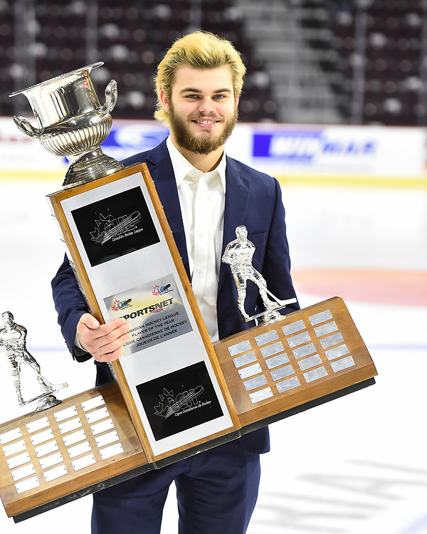 Alex DeBrincat of the Erie Otters won the Sportsnet CHL Player of the Year Award. Photo by Aaron Bell/CHL Images