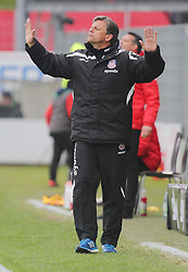 24.04.2016, Hardtwald, Sandhausen, GER, 2. FBL, SV 1916 Sandhausen vs FSV Frankfurt, 31. Runde, im Bild Falko Goetz (Trainer/FSV Frankfurt) will das seine Spieler ruhiger spielen // during the 2nd German Bundesliga 31th round match between SV 1916 Sandhausen vs FSV Frankfurt at the Hardtwald in Sandhausen, Germany on 2016/04/24. EXPA Pictures &copy; 2016, PhotoCredit: EXPA/ Eibner-Pressefoto/ Bermel<br /> <br /> *****ATTENTION - OUT of GER*****