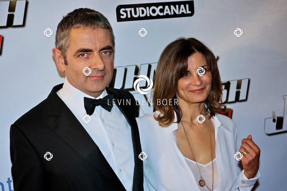 AMSTERDAM - Bij pathe theater Tuschinski is de filmpremiere van Johnny English.  Met op de foto Rowan Atkinson en zijn vrouw Sunetra Sastry. FOTO LEVIN DEN BOER - PERSFOTO.NU