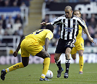 Fotball<br /> FA-cup 2005<br /> 5. runde<br /> Newcastle v Tottenham<br /> 13. mars 2005<br /> Foto: Digitalsport<br /> NORWAY ONLY<br /> Newcastle's Keiran Dyer takes on Spurs Thimothee Atouba