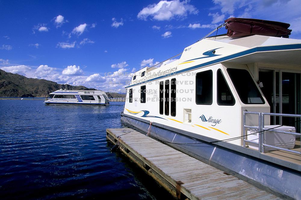 Image of houseboats on Lake Roosevelt, eastern Washington, Pacific Northwest