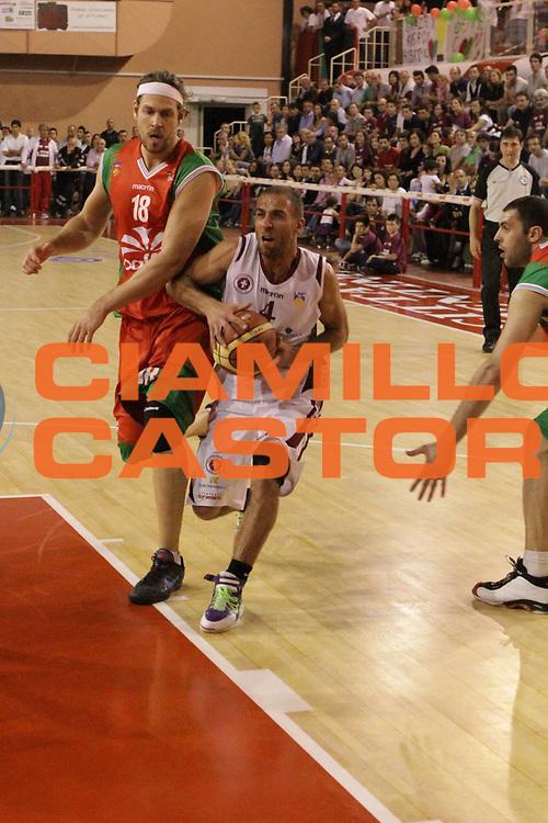 DESCRIZIONE : Ferentino LNP Lega Nazionale Pallacanestro DNA playoff 2011-12 FMC Ferentino Paffoni Omegna<br /> GIOCATORE : Guarino Francesco<br /> CATEGORIA : penetrazione<br /> SQUADRA : FMC Ferentino <br /> EVENTO : LNP Lega Nazionale Pallacanestro DNA playoff 2011-12 <br /> GARA : FMC Ferentino Paffoni Omegna<br /> DATA : 10/05/2012<br /> SPORT : Pallacanestro<br /> AUTORE : Agenzia Ciamillo-Castoria/M.Simoni<br /> Galleria : LNP  2011-2012<br /> Fotonotizia :Ferentino LNP Lega Nazionale Pallacanestro DNA playoff 2011-12 FMC Ferentino Paffoni Omegna<br /> Predefinita :