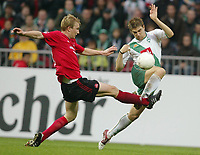 Fotball. 23. oktober 2004, <br /> Bundesliga SV Werder Bremen - 1. FC Nürnberg<br /> v.l. Thomas Paulus, Ivan Klasnic Bremen