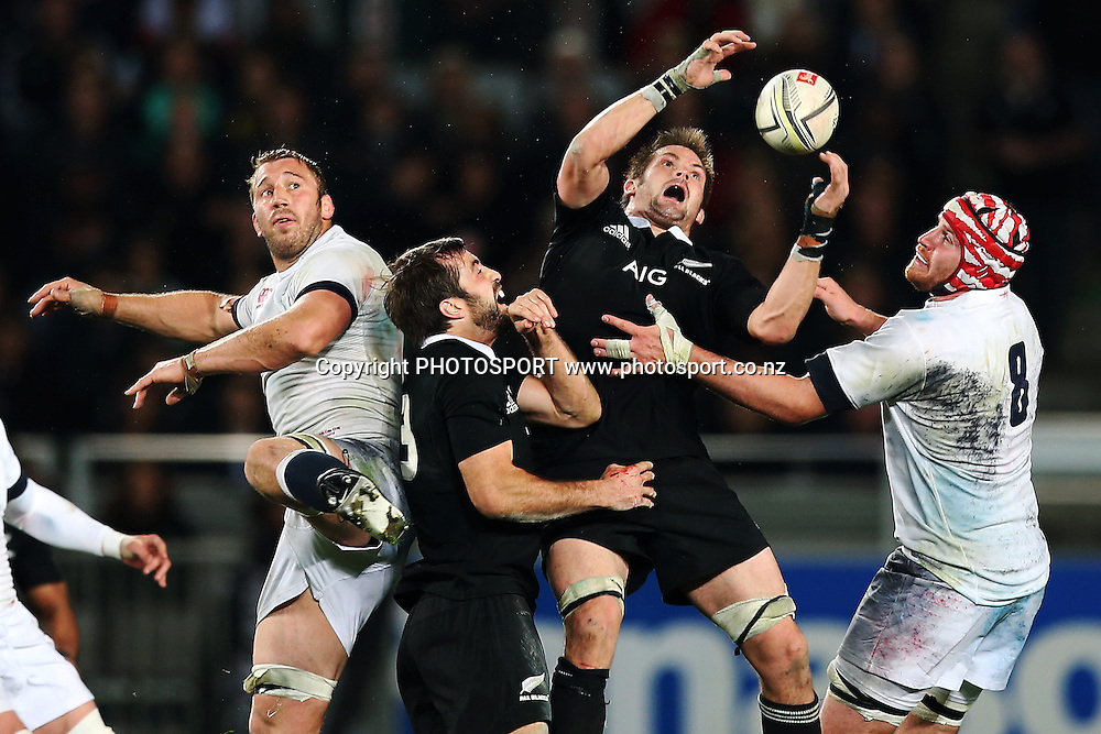 Richie McCaw and Conrad Smith of New Zealand compete for the ball against Chris Robshaw and Ben Morgan of England. 2014 Steinlager Series rugby union test match, All Blacks v England at Eden Park, Auckland, New Zealand. Saturday 7th June 2014. Photo: Anthony Au-Yeung / photosport.co.nz