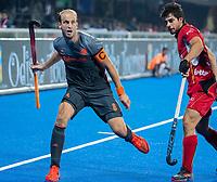 BHUBANESWAR, INDIA -  Billy Bakker (Ned) met Alexander Hendickx (Belgie)   tijdens   de  finale tussen België en Nederland (0-0) bij het WK Hockey heren in het Kalinga Stadion. Belgie wint na shoot-outs. COPYRIGHT KOEN SUYK