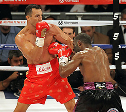 25.04.2015, Madison Square Garden, New York, USA, WBA, Wladimir Klitschko vs Bryant Jennings, im Bild l-r. Wladimir Klitschko, Bryant Jennings // during IBF, WBO and WBA world heavyweight title boxing fight between Wladimir Klitschko of Ukraine and Bryant Jennings of the USA at the Madison Square Garden in New York, United Staates on 2015/04/25. EXPA Pictures © 2015, PhotoCredit: EXPA/ Eibner-Pressefoto/ Kolbert<br /> <br /> *****ATTENTION - OUT of GER*****