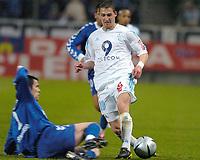 Fotball<br /> Olympique Marseille v Strasbourg<br /> 14. mars 2004<br /> Foto: Digitalsport<br /> Norway Only<br /> <br />  RUDOLF SKACEL (OM) / YVES DEROFF (STR) <br /> <br /> <br /> <br />  *** Local Caption *** 40001084