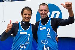 27-08-2011 VOLLEYBAL: SWATCH WORLD TOUR BEACHVOLLEYBALL: SCHEVENINGEN<br /> (L-R) Reinder Nummerdor, Richard Schuil NED<br /> (c)2011-FotoHoogendoorn.nl / Peter Schalk