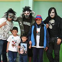 Toluca, México.- Los luchadores Chessman, Dark Cuervo y los Machín Rokers en conferencia de prensa anunciaron que el próximo 5 de septiembre la caravana luchística de la Triple AAA llegara al gimnasio Agustín Millán con un gran cartel de luchadores para el publico mexiquense.  Agencia MVT / José Hernández