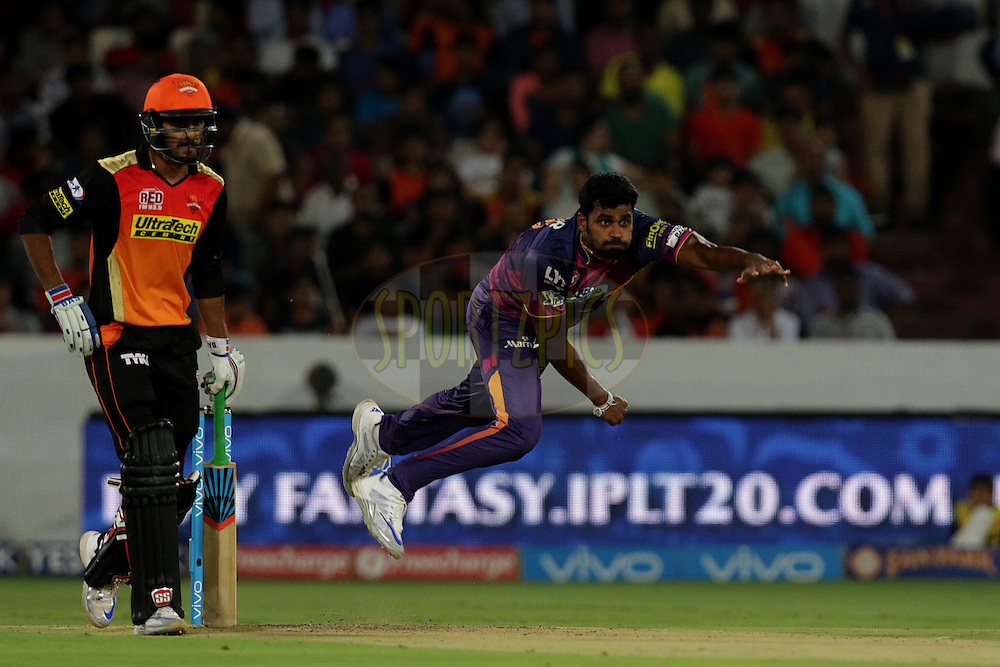 Thisara Perera of Rising Pune Supergiants Bowls during match 22 of the Vivo IPL 2016 (Indian Premier League ) between the Sunrisers Hyderabad and the Rising Pune Supergiants held at the Rajiv Gandhi Intl. Cricket Stadium, Hyderabad on the 26th April 2016<br /> <br /> Photo by Rahul Gulati / IPL/ SPORTZPICS