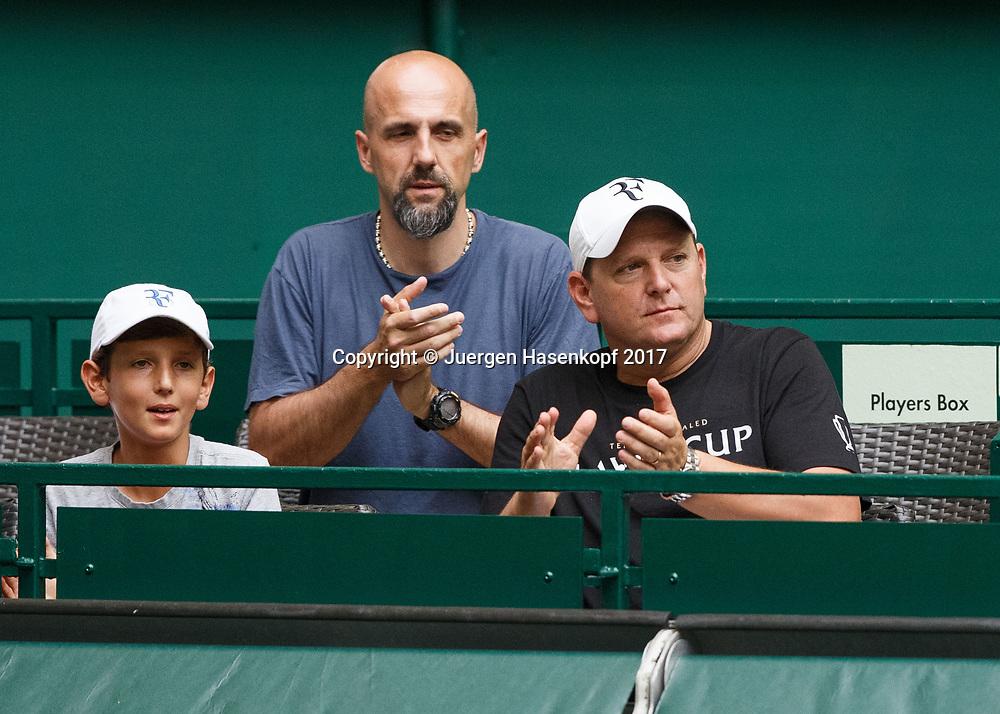 ROGER FEDERER Manager Tony Godsick applaudiert in der Spielerloge,<br /> <br /> Tennis - Gerry Weber Open - ATP 500 -  Gerry Weber Stadion - Halle / Westf. - Nordrhein Westfalen - Germany  - 22 June 2017. <br /> &copy; Juergen Hasenkopf