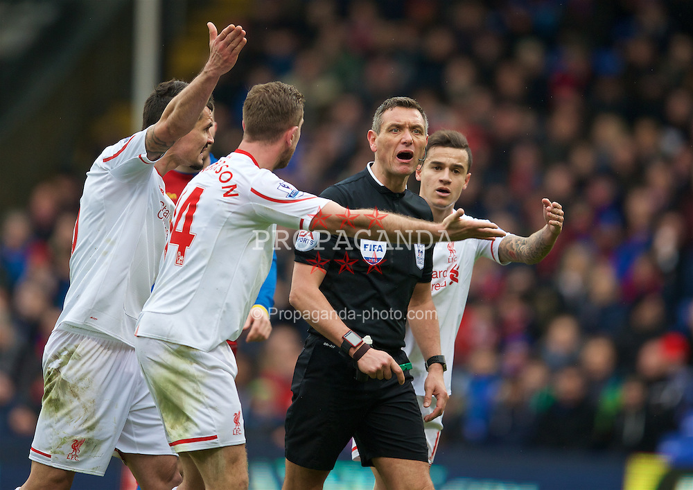 LONDON, ENGLAND - Sunday, March 6, 2016: Liverpool's Dejan Lovren, captain Jordan Henderson and Philippe Coutinho Correia appeal to referee Andre Marriner for a late injury time penalty to be awarded against Crystal Palace during the Premier League match at Selhurst Park. (Pic by David Rawcliffe/Propaganda)