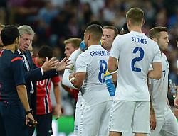 England Manager, Roy Hodgson talks to his team at half time. - Photo mandatory by-line: Alex James/JMP - Mobile: 07966 386802 - 3/09/14 - SPORT - FOOTBALL - London - Wembley Stadium - England v Norway - International Friendly