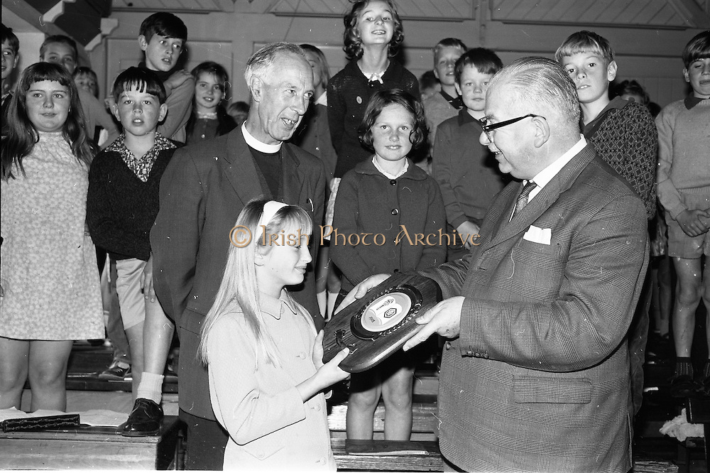 16/09/1968<br /> 09/16/1968<br /> 16 September 1968<br /> Presentation by National Savings Committee of Merit Award plaques to Principals of Taney N.S., Dundrum; St. Peter's Boys N.S., Bray, Co. Wicklow and Inchicore N.S., Dublin. Picture shows (l-r): Mr Canon W.J.M. Burrows, School Manager, Taney N.S.; Miss Joyce Williams who accepted the plaque and Mr H.E.F. Hall, Chairman, National Savings Committee.