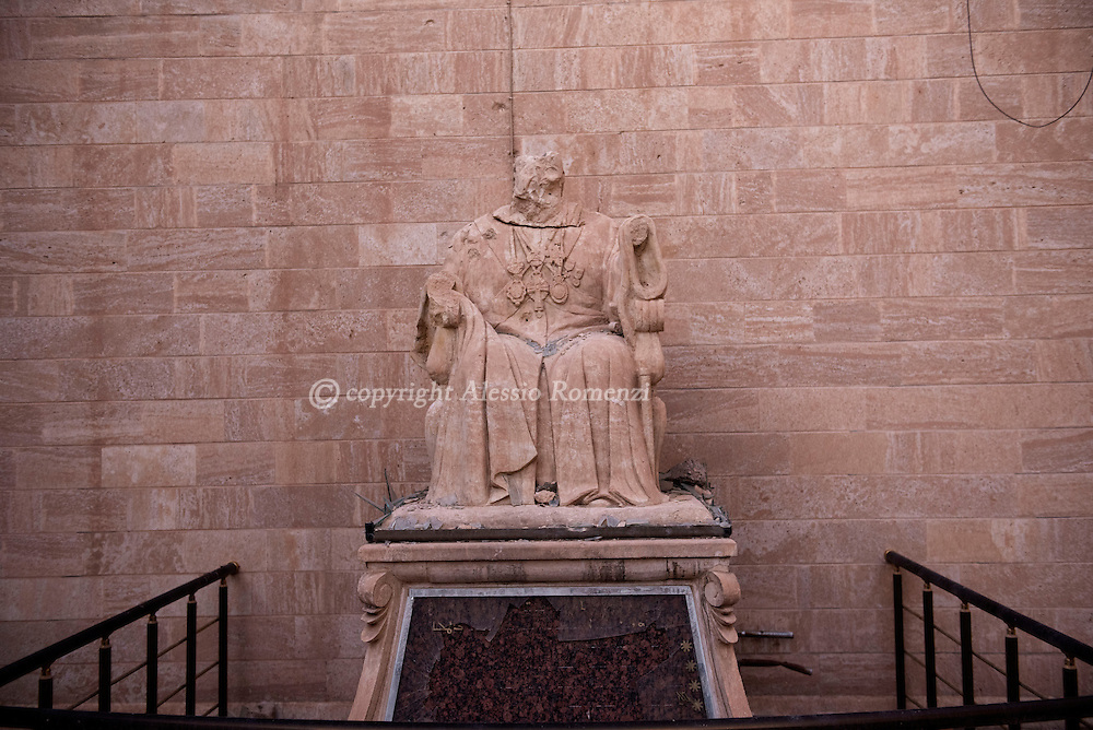Iraq, Cartella: Beheaded by ISIS members statue of a christian saint is seen inside the courtyard of the church in Bartella village. Alessio Romenzi