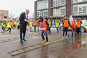 RaboAZvoetbaltoer, Rabobank, Rabo AZ voetbaltoer, basisschool De Vlindertuin in Heerhugowaard, AZ speler Ron Vlaar.