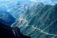 Rodovia SC 438, na Serra do Rio do Rastro. Bom Jardim da Serra, Santa Catarina, Brasil. / <br /> Road SC 438, on Rio do Rastro Mountains. Bom Jardim da Serra, Santa Catarina, Brazil.