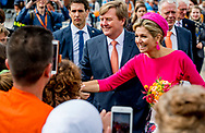 29-6-2017 URK - Koning Willem-Alexander en Koningin Maxima bij Het ROC  in Urk Koning Willem-Alexander en Koningin Maxima brengen donderdag 29 juni 2017 een streekbezoek aan Noordoost Flevoland. De Koning en Koningin bezoeken de plaatsen Urk, Nagele en Dronten. Het voormalige eiland Urk heeft een rijke geschiedenis als vissersplaats en ontwikkelt zich als kenniscentrum voor de maritieme sector. De rest van het gebied is nieuw land dat door inpoldering is gecre&euml;erd. Dit gebied heeft van oorsprong een sterk agrarisch karakter en hecht waarde aan innovatieve en duurzame landbouw en voedselproductie. Noordoost Flevoland is toonaangevend als leverancier van windenergie. Toch kent de streek ook uitdagingen: na een halve eeuw zijn sommige dorpen en woonkernen toe aan een kwaliteitsimpuls. COPYRIGHT ROBIN UTRECHT<br /> <br /> 29-6-2017 URK - King Willem-Alexander and Queen Maxima at The Backyard in Urk King Willem-Alexander and Queen Maxima will host a regional visit to Northeast Flevoland on Thursday, June 29, 2017. The King and Queen visit the places Urk, Nagele and Dronten. The former island of Urk has a rich history as a fishing village and develops as a knowledge center for the maritime sector. The rest of the area is a new country created by polishing. Originally, this area has a strong agricultural character and attaches importance to innovative and sustainable agriculture and food production. Northeast Flevoland is a leading supplier of wind energy. Nevertheless, the region is also facing challenges: after half a century, some villages and residential corridors add to a quality impulse. COPYRIGHT ROBIN UTRECHT