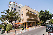 Israel, Tel Aviv, Renovated Bauhaus building in Ehad Haam Street with a cafe restaurant in the garden