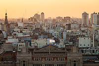 VISTA DE LA CIUDAD DE BUENOS AIRES, DETALLE DEL PALACIO DE TRIBUNALES CON BANDERA ARGENTINA, ARGENTINA (PHOTO © MARCO GUOLI - ALL RIGHTS RESERVED)