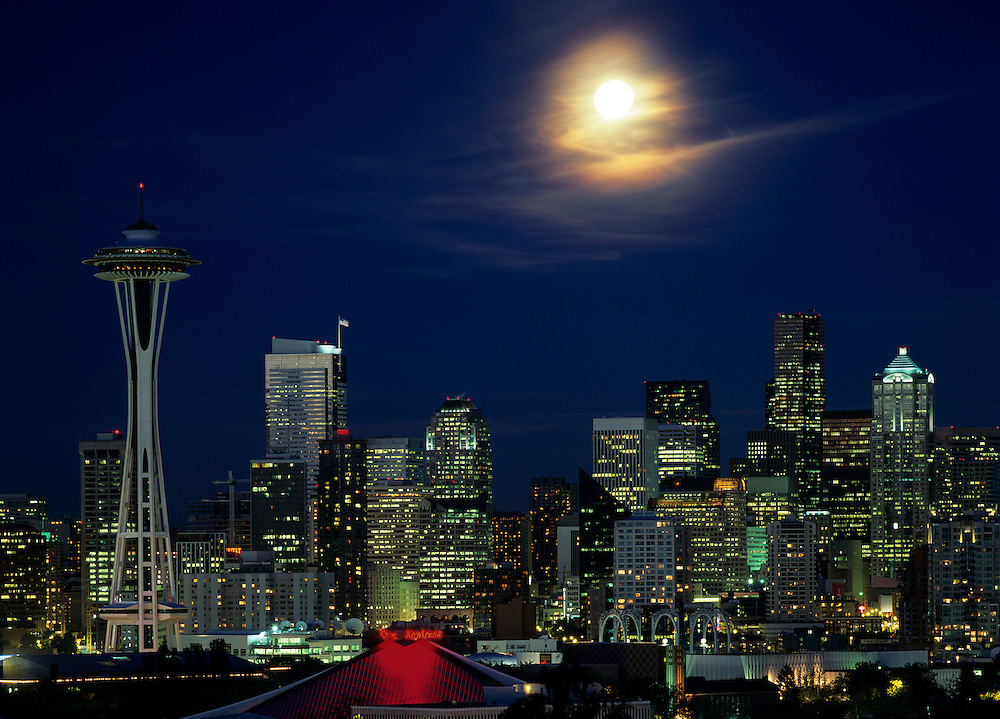 USA, Washington, Seattle, Full moon rises above Space Needle and city skyline from Queen Anne Hill