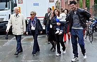 Vincenzo Iaquinta e Roberto Bettega (Presidente della Juventus) con le famiglie<br /> Visita dei giocatori della Juventus all Sacra Sindone a Torino<br /> Torino, 27/04/2010<br /> © Giorgio Perottino / Insidefoto