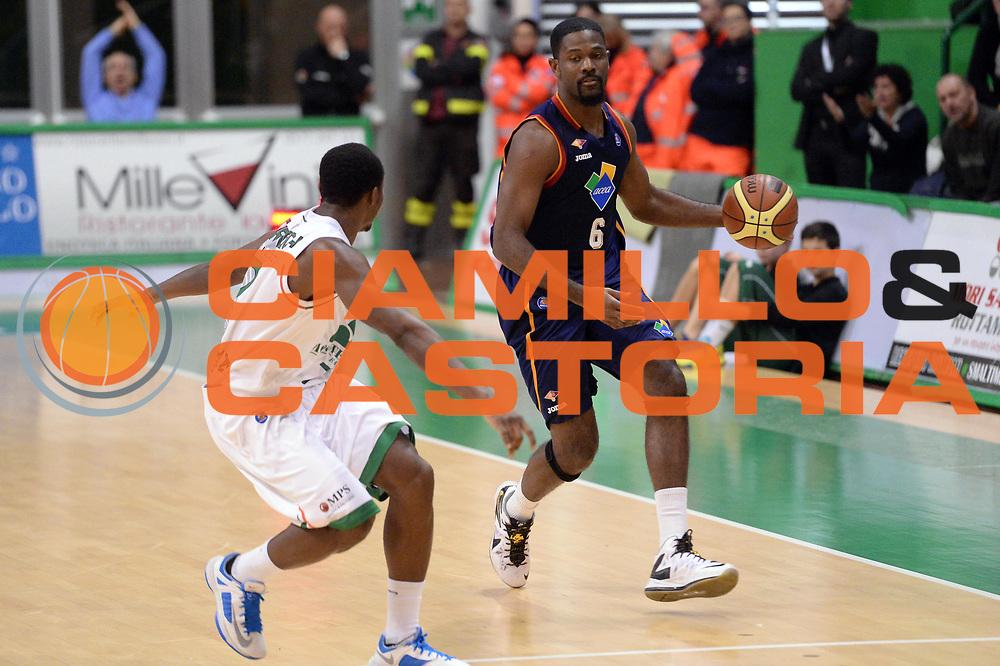 DESCRIZIONE : Siena Lega serie A 2013/14 Montepaschi Siena Acea Virtus Roma<br /> GIOCATORE : Bobby Jones<br /> CATEGORIA : Palleggio<br /> SQUADRA : Acea Virtus Roma<br /> EVENTO : Campionato Lega Serie A 2013-2014<br /> GARA : Montepaschi Siena Acea Virtus Roma<br /> DATA : 15/12/2013<br /> SPORT : Pallacanestro<br /> AUTORE : Agenzia Ciamillo-Castoria/GiulioCiamillo<br /> Galleria : Lega Seria A 2013-2014<br /> Fotonotizia : Siena Lega serie A 2013/14 Montepaschi Siena Acea Virtus Roma<br /> Predefinita :