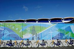 14-02-2010 SCHAATSEN: OLYMPISCHE SPELEN: 3000 METER VROUWEN: VANCOUVER <br /> NS heeft 400 fietsen in Vancouver. Toeschouwers en media kunnen daar gratis gebruik van maken<br /> ©2010-WWW.FOTOHOOGENDOORN.NL