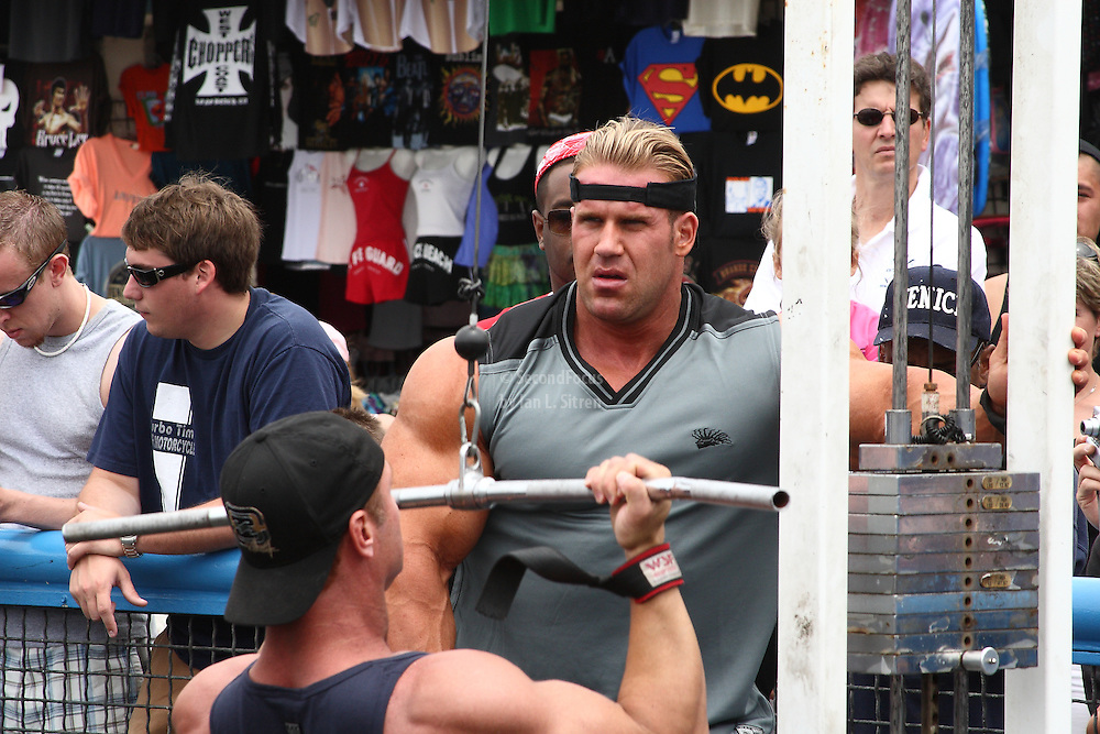 Mr. Olympia Jay Cutler working out in the pit at world famous Muscle Beach at Venice Beach California.