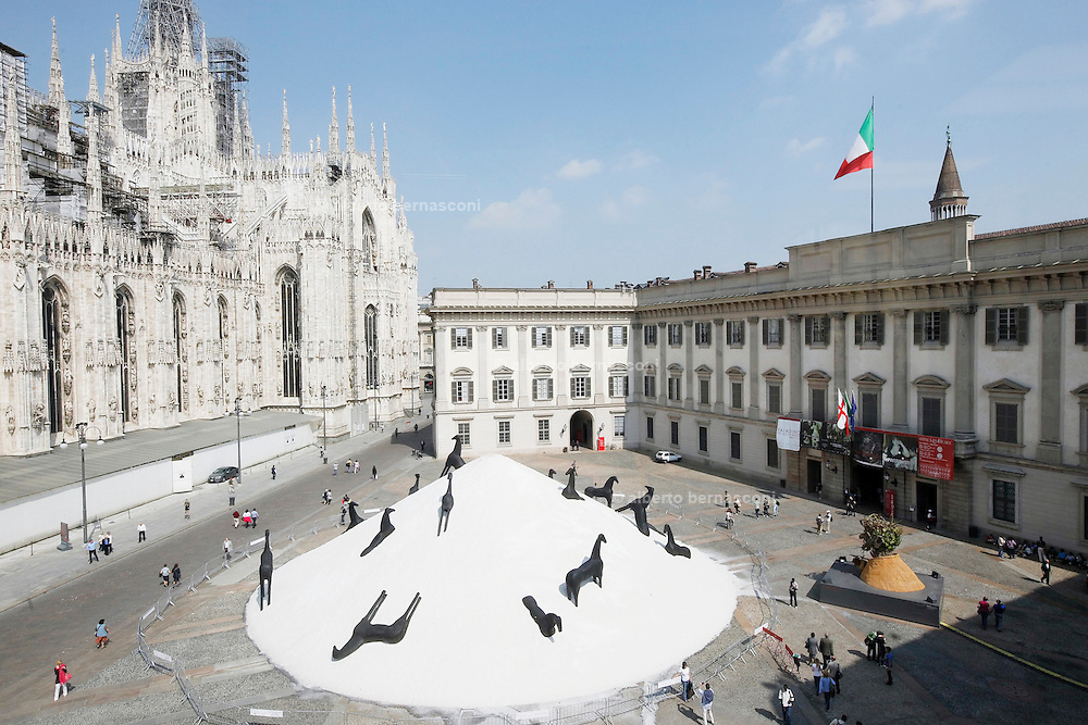 Milan view from the '900 Museum, the Cathedral and installation by Mimmo Palladino, salt and horses