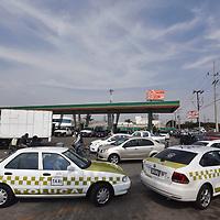 Toluca, México (Enero 15, 2019).- Al menos 45 por ciento de las de las 193 gasolineras que se ubican en la zona metropolitana del Valle de Toluca presentan afectaciones por el desabasto de gasolina y la inversión del traslado que conlleva el abastecimiento del hidrocarburo.  Agencia MVT / Crisanta Espinosa.