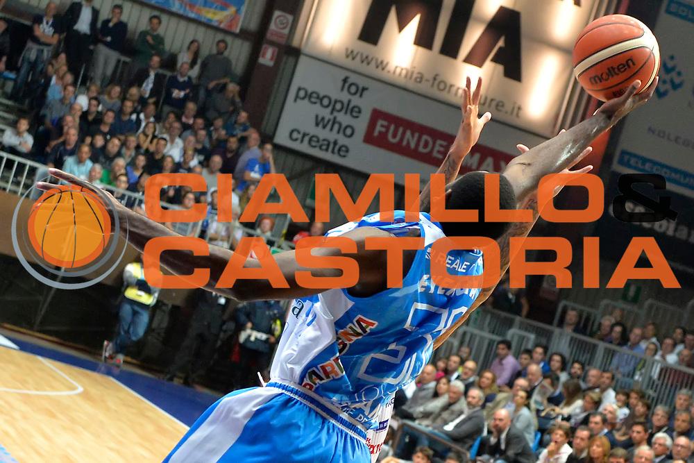 DESCRIZIONE : Cant&ugrave; Lega A 2015-16 Acqua Vitasnella Cantu' vs Dinamo Banco di Sardegna Sassari<br /> GIOCATORE : Christian Eyenga<br /> CATEGORIA : Rimbalzo curiosita<br /> SQUADRA : Dinamo Banco di Sardegna Sassari<br /> EVENTO : Campionato Lega A 2015-2016<br /> GARA : Acqua Vitasnella Cantu'  Dinamo Banco di Sardegna Sassari<br /> DATA : 12/10/2015<br /> SPORT : Pallacanestro <br /> AUTORE : Agenzia Ciamillo-Castoria/I.Mancini<br /> Galleria : Lega Basket A 2015-2016  <br /> Fotonotizia : Acqua Vitasnella Cantu'  Lega A 2015-16 Acqua Vitasnella Cantu' Dinamo Banco di Sardegna Sassari   <br /> Predefinita :