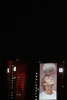 Feature Skyline Frankfurt a. M.          Zur Feier der Fussball-Weltmeisterschaft werden in Frankfurt am Main nachts ueberdimensionale Fotos der vergangenen Fussball-Weltmeisterschaften auf die Skyline der Stadt projeziert, untermalt mit Musik und Lichteffekten. Hier wird ein foto von david BECKHAM auf die Fassade der Deutschen Bank projeziert.