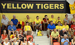 10-08-2014 NED: FIVB Grand Prix Belgie - Puerto Rico, Doetinchem<br /> Belgisch support publiek