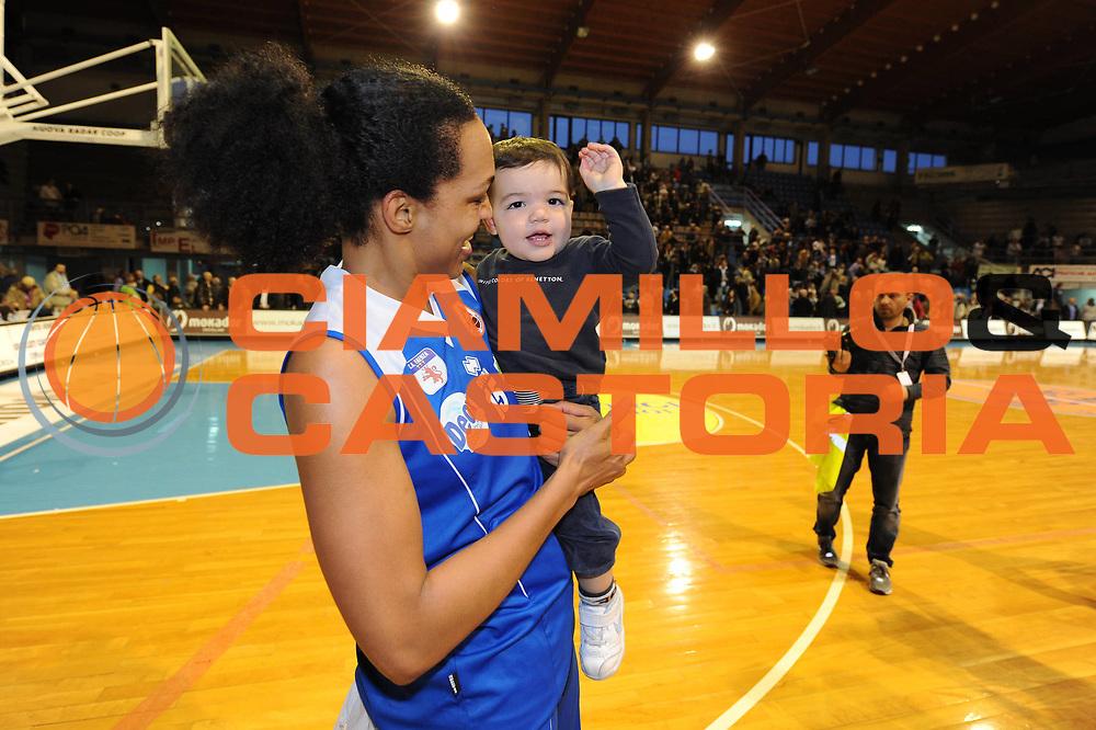 DESCRIZIONE : Faenza Lega A1 Femminile 2008-09 Coppa Italia Semifinale Umana Venezia Club Atletico Faenza<br /> GIOCATORE : Marte Alexander Figlio Anthony<br /> SQUADRA : Club Atletico Faenza<br /> EVENTO : Campionato Lega A1 Femminile 2008-2009 <br /> GARA : Umana Venezia Club Atletico Faenza<br /> DATA : 07/03/2009 <br /> CATEGORIA : esultanza<br /> SPORT : Pallacanestro <br /> AUTORE : Agenzia Ciamillo-Castoria/M.Marchi