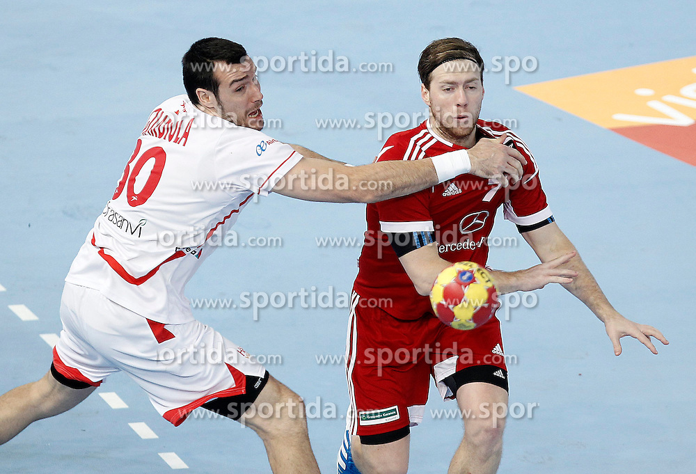 17.01.2012, Caja Magica, Madrid, ESP, IHF, 23. Handball Weltmeisterschft der Herren, 1. Runde, Ungarn vs Spanien, im Bild Hungary's Gabor Csaszar (r) and Spain's Gedeon Guardiola // during during the preliminary round match of 23th IHF Handball World Championship between Hungary and Spain at the Caja Magica, Madrid, Spain on 2013/01/17. EXPA Pictures © 2013, PhotoCredit: EXPA/ Alterphotos/ Acero..***** ATTENTION - OUT OF ESP and SUI *****