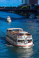 Boat with tourists, Chicago River