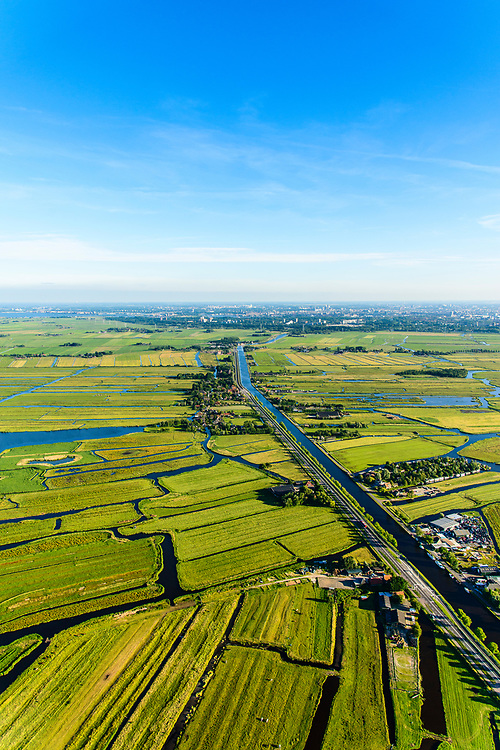 Nederland, Noord-Holland, Waterland, 13-06-2017; Noordhollandsch kanaal ter hoogte van Ilpendam, gezien naar Watergang. Rechts het Ilperveld, Amsterdam-Noord aan de horizon.<br /> North-Holland canal.<br /> luchtfoto (toeslag op standard tarieven);<br /> aerial photo (additional fee required);<br /> copyright foto/photo Siebe Swart