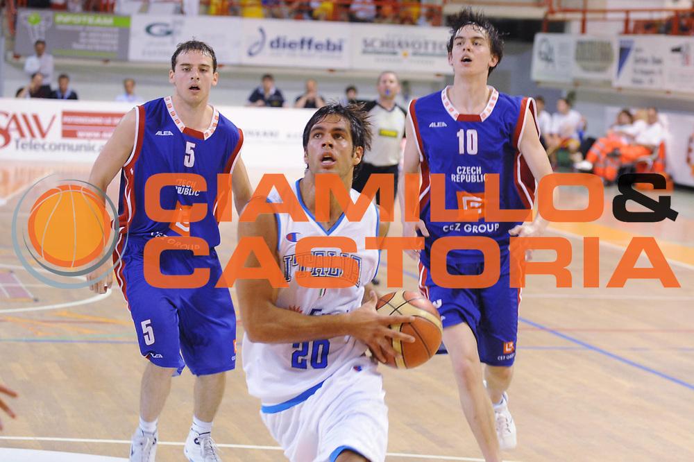 DESCRIZIONE : Nassano del Grappa Trofeo Saiv telecomunicazioni Amichevole Italia Repubblica Ceka<br /> GIOCATORE : Bruno Cerella<br /> SQUADRA : Nazionale Italia Uomini<br /> EVENTO : Torneo Internazionale<br /> GARA : Italia Repubblica Ceka<br /> DATA : 04/06/2008<br /> CATEGORIA :  Penetrazione<br /> SPORT : Pallacanestro<br /> AUTORE : Agenzia Ciamillo-Castoria/M.Gregolin