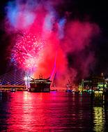 ROTTERDAM - Vuurwerk bij de Erasmusbrug tijdens de Wereldhavenfagen. ANP ROBIN UTRECHT