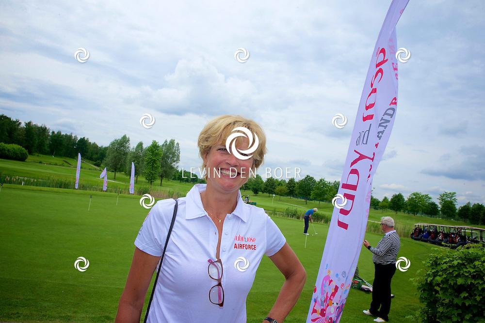 AMERICA - Samen met diverse BN'ers gaan we de strijd aan tegen gynaecologische kanker. De Stichting 'Ruby and Rose' is de grote drijfveer achter dit initiatief. Met hier op de foto  Olga Commandeur. FOTO LEVIN DEN BOER - PERSFOTO.NU