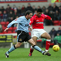 Fotball<br /> England 2004/2005<br /> Foto: SBI/Digitalsport<br /> NORWAY ONLY<br /> <br /> Swindon Town v Hull City<br /> The Coca-Cola Football League one. County Ground.<br /> 20/11/2004<br /> <br /> Swindon's Jerel Ifil is tackled by Hull's Michael Keane