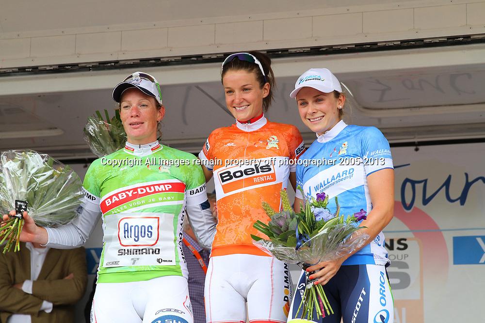 Lizzy Armitstead pakt door de bonisprints de leiderstrui in de Boels Rental Ladiestour