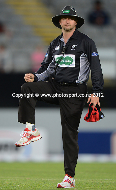 Umpire signals a no ball during the HRV Cup Twenty20 Cricket match between Auckland Aces and Canterbury Wizards at Eden Park on Friday 21 December 2012. Photo: Andrew Cornaga/Photosport.co.nz