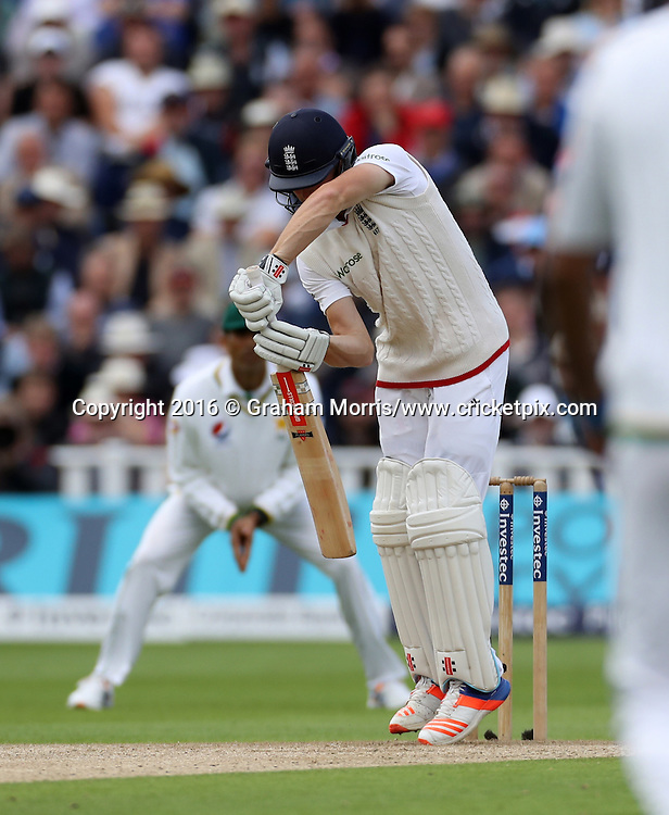 Chris Woakes out, caught off the bowling of Sohail Khan, during the third Investec Test Match between England and Pakistan at Edgbaston, Birmingham. Photo: Graham Morris/www.cricketpix.com (Tel:+44(0)20 8969 4192; Email: graham@cricketpix.com) 03/08/2016
