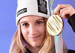 22.02.2018, Austria House, Pyeongchang, KOR, PyeongChang 2018, Medaillenfeier, im Bild Anna Gasser (AUT) mit ihrer Goldmedaille und ÖOC Präsident // gold medalist and Olympic champion Anna Gasser of Austria shows her gold medal during a medal celebration of the Pyeongchang 2018 Winter Olympic Games at the Austria House in Pyeongchang, South Korea on 2018/02/22. EXPA Pictures © 2018, PhotoCredit: EXPA/ Johann Groder
