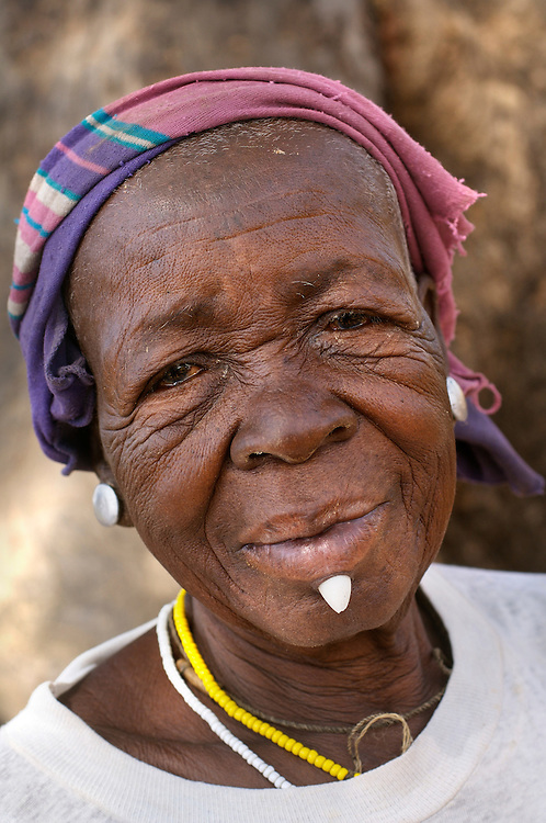 Benin, Boukoumbe December 01, 2006 - An old woman with a stone below her lip,  representing wealth. © Jean-Michel Clajot