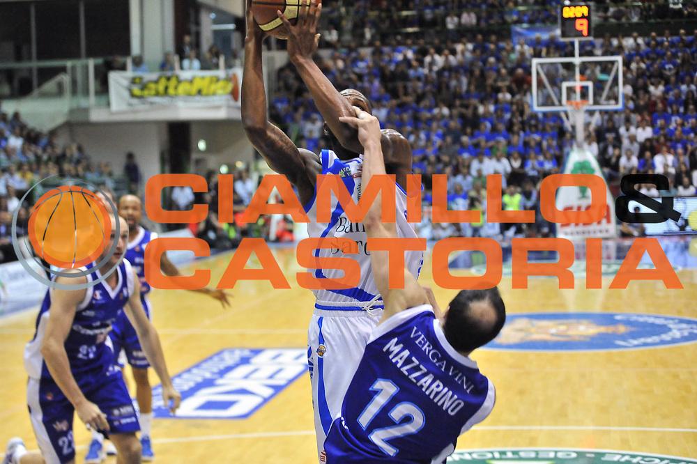 DESCRIZIONE : Gara 1 PlayOff Banco di Sardegna Dinamo Sassari - Lenovo Pallacanestro Cant&ugrave;<br /> GIOCATORE : Tony Easley<br /> CATEGORIA : Tiro - Fallo<br /> SQUADRA :  Dinamo Banco di Sardegna Sassari<br /> EVENTO : PlayOff<br /> GARA : Banco di Sardegna Dinamo Sassari - Lenovo Pallacanestro Cant&ugrave;<br /> DATA : 09/05/2013<br /> SPORT : Pallacanestro <br /> AUTORE : Agenzia Ciamillo-Castoria / Luigi Canu<br /> Galleria : Lega Basket A 2012-2013  <br /> Fotonotizia : Gara 1 PlayOff Banco di Sardegna Dinamo Sassari - Lenovo Pallacanestro Cant&ugrave;<br /> Predefinita :